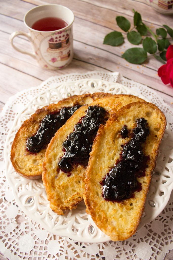 romanian toast with jam