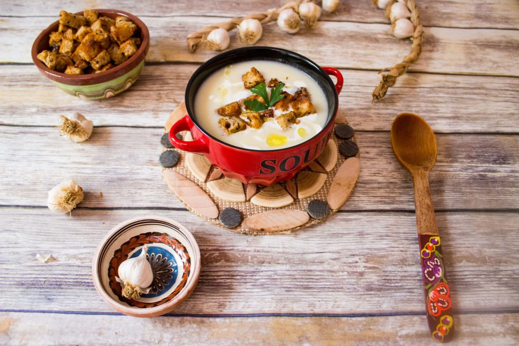 garlic romanian soup