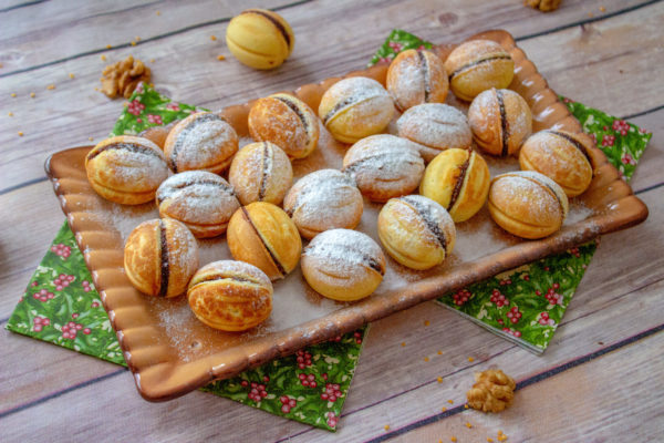 romanian walnut cookies